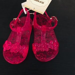 Old navy shoes with tags. Size 6-12 months.
